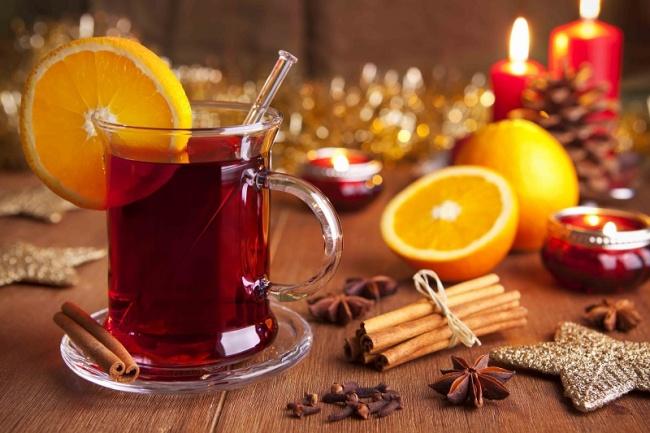 Вам понадобятся: 250мл клюквенного сока 250мл апельсинового сока 75мл воды 1ч.л. молотого имбир