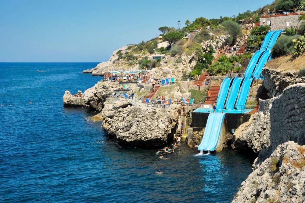 Citta del Mare, Италия. Горка ведет прямо вСредиземное море.