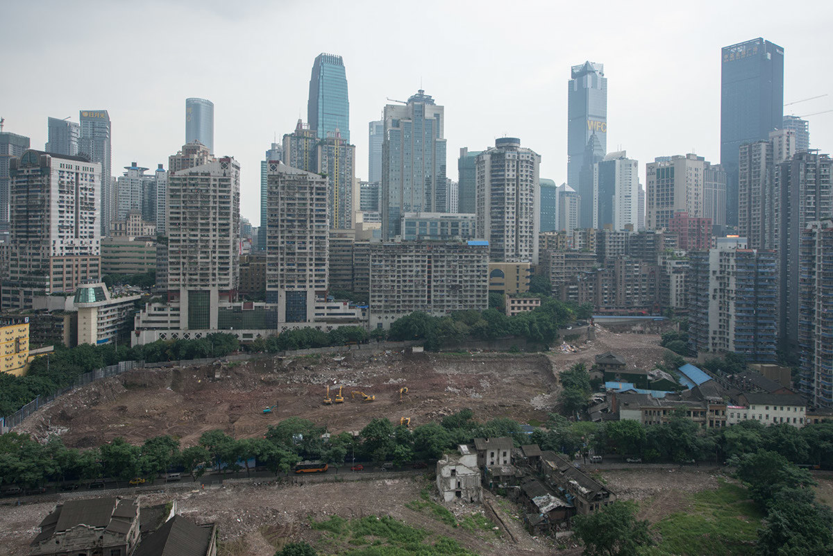 С 1997 года Чунцин стал городом центрального подчинения. Власти города ведут предпринимают активные