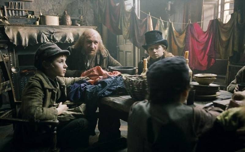 3. « Остров Ним » (2008) Добрый фильм-сказка о жизни храброй 11-летней девочке Ним на необитаемо