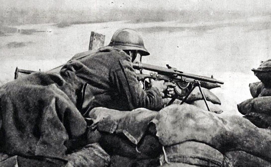 Страна: Франция Был введен в эксплуатацию: 1915 Тип: пулемет Дальность поражения: до 800 метров