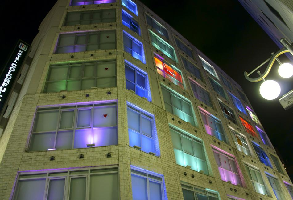 Слово владельцам: В основе концепции отеля лежит цвет – каждый из девяти этажей выдержан согласно ин