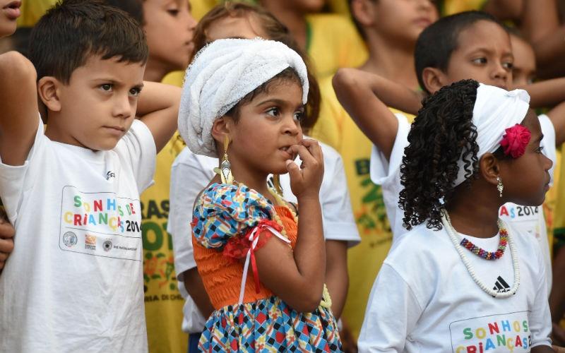 ВБразилии все дети бредят футболом ссамого рождения. Поэтому детсадовским группам устраивают встре