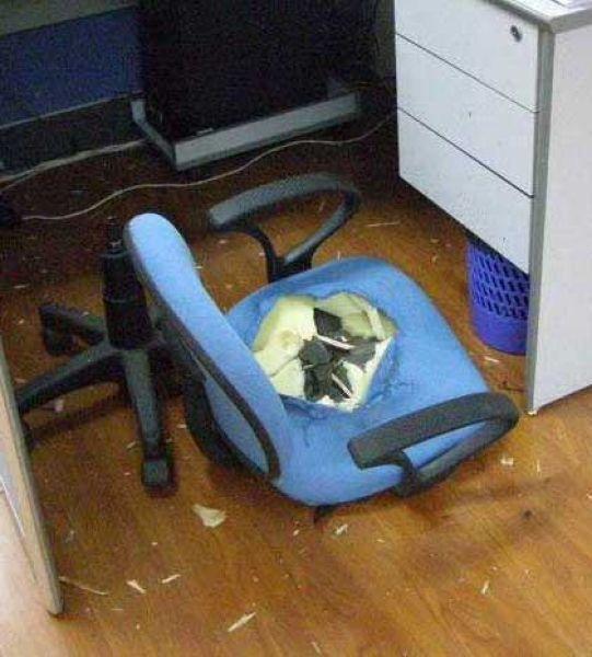 Суровые офисные кресла