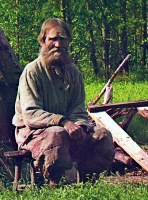 Khizhina 00791u Хижина поселенца Артемия по прозвищу Кота, живущего на этом месте более 40 лет 1912.jpg