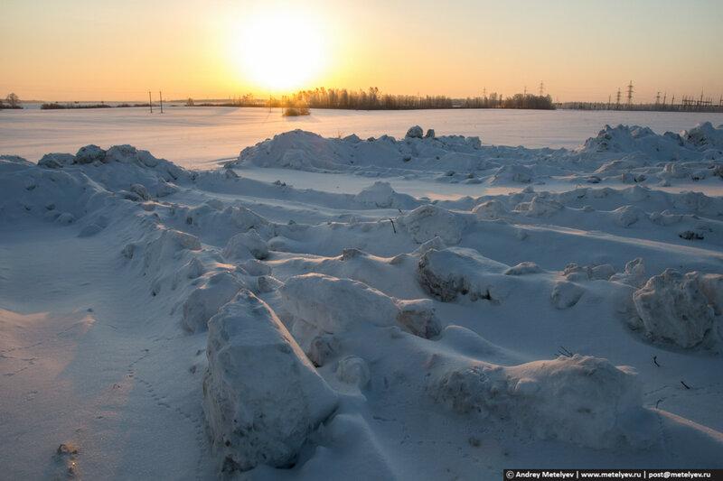 снежные завалы на рассвете