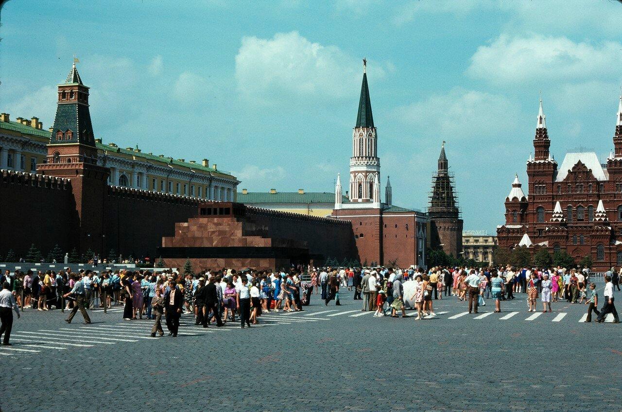 Красная площадь, Кремлевская стена, Исторический музей