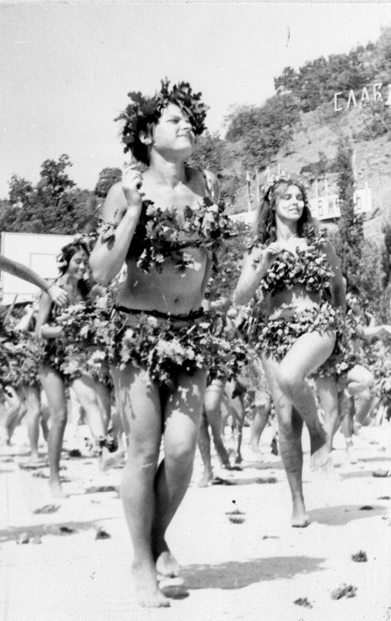 1971. Лена Корявина, дикарка из племени древесных. Алушта