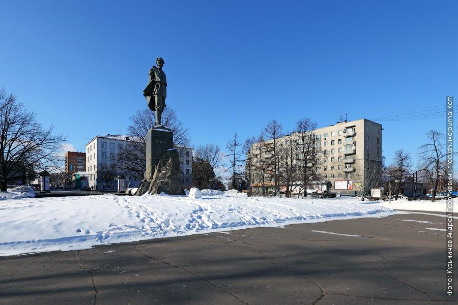 Нижний Новгород, площадь Горького, памятник Максиму Горькому