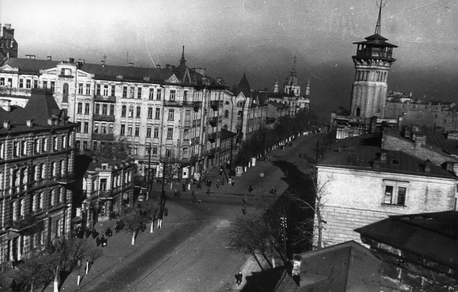 1946. панорама улицы Владимирской от площади Богдана Хмельницкого (сейчас Софийская площадь) до Андреевского спуска