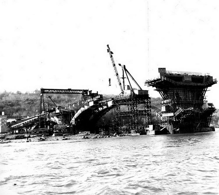 1964.10. Строительство моста метро. Фото: Примаченко А.
