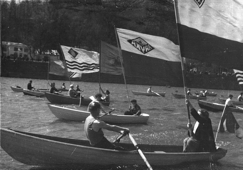 1960-е. Открытие летнего водно-спортивного сезона на Днепре