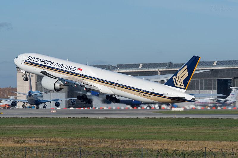 Boeing 777-312ER (9V-SWM) Singapore Airlines DSC7055