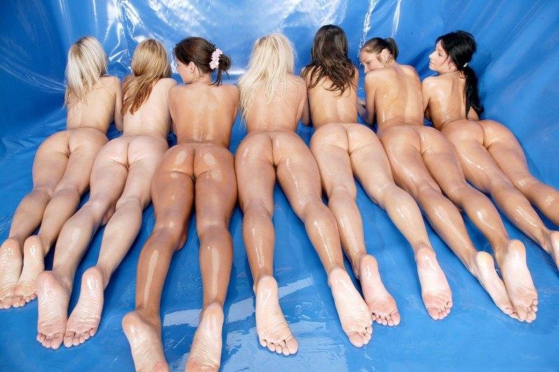 Смазливые голые девчонки (19 фото)