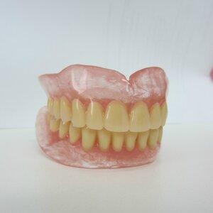 Сьемные протезы из мягкой пластмассы