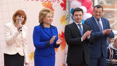 Матвиенко иВоробьев поздравили учеников новой школы вподмосковном Щелково