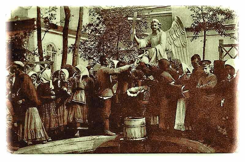 фонтан с питьевой водой, действовавший по церковным праздникам - находился в женском монастыре Белгорода