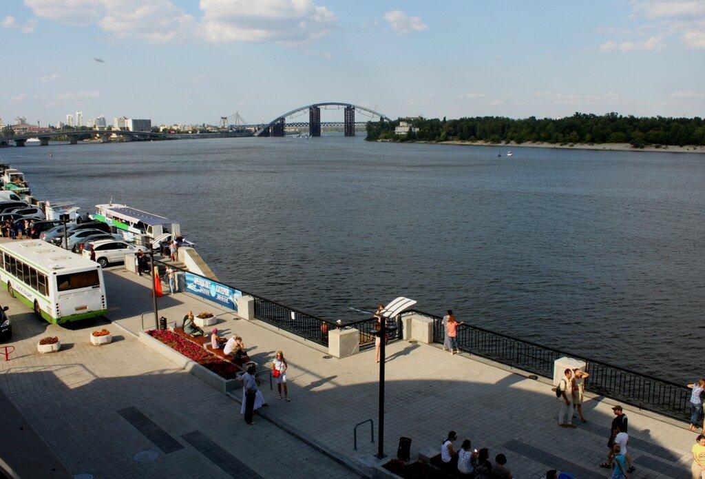 Днепр в районе Киевского речного порта