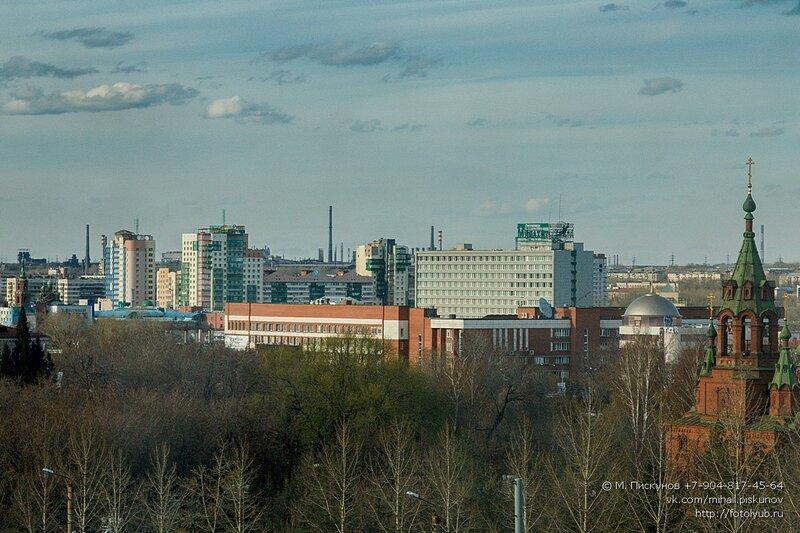 май 2013. Челябинск. Вид с 3 этажа пр. Ленина 64Д
