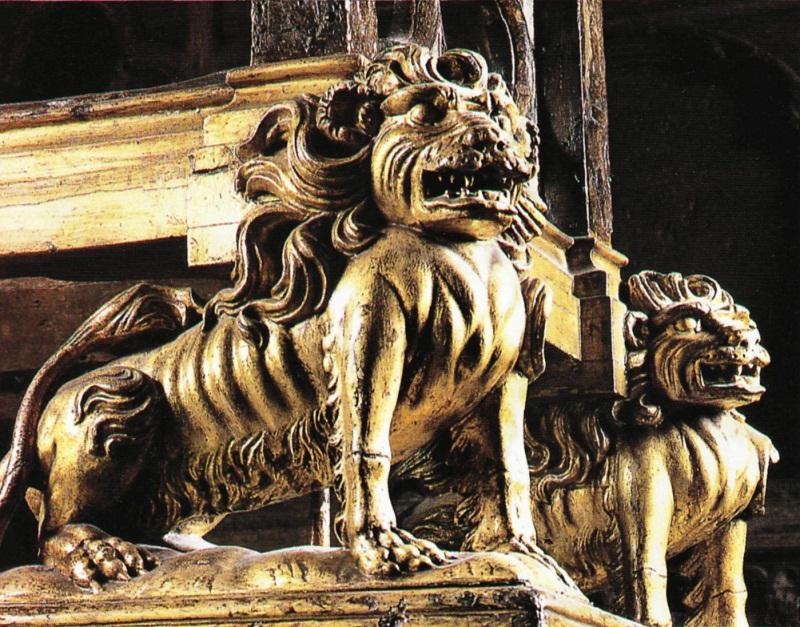 Позолоченные львы в основании коронационного кресла датируются 1727 годом