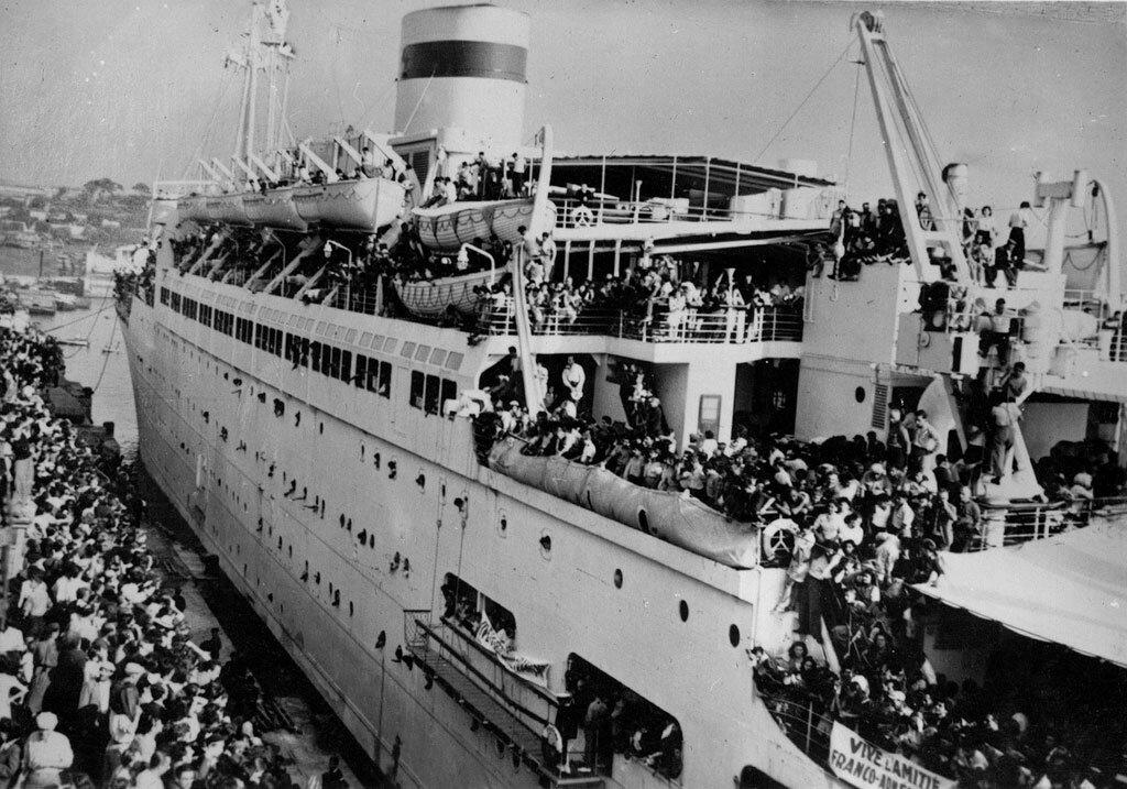 Один из первых судов, принявших на борт 4000 репатриантов в Армению в марсельском порту 6 сентября 1947 года