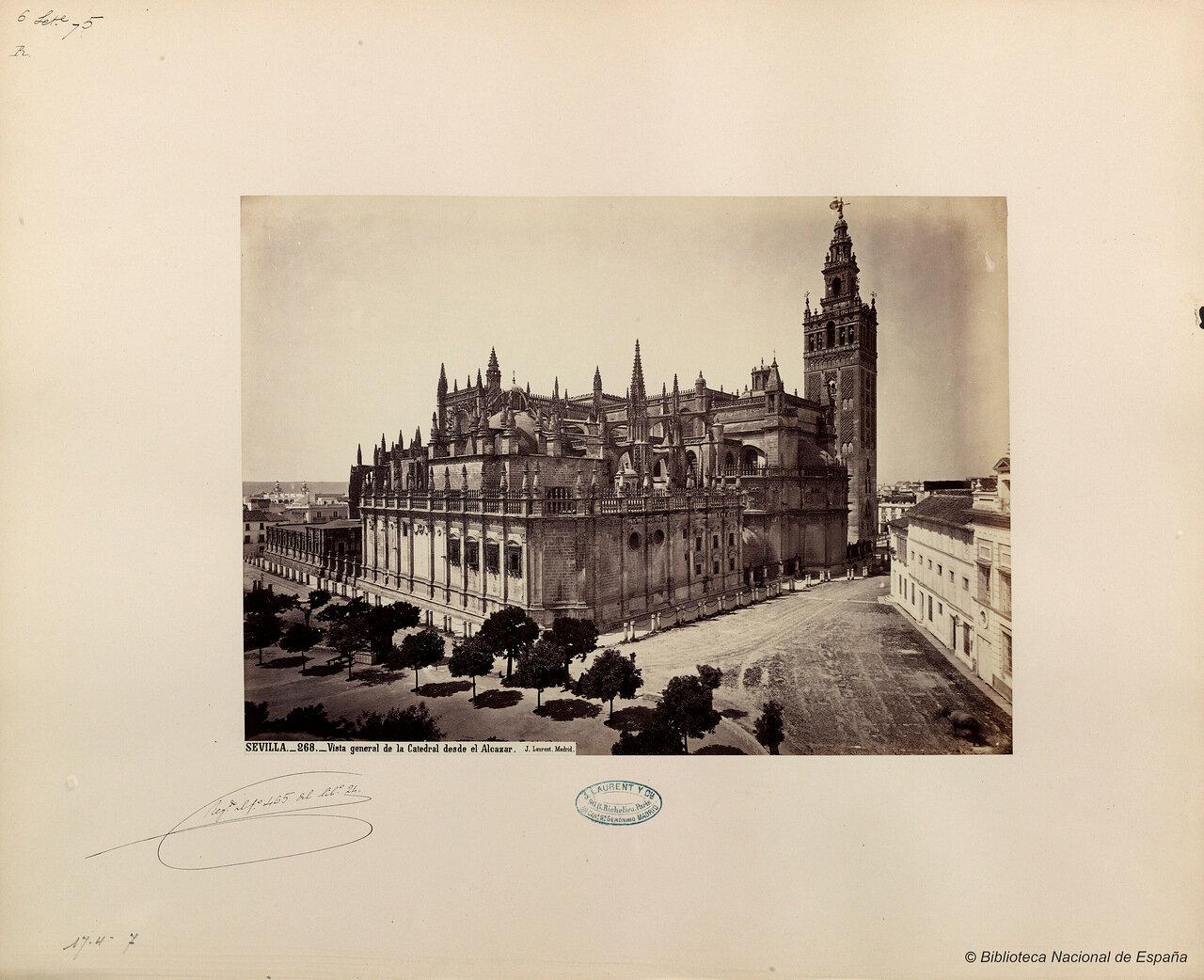 Вид дворца Алькасар в Севильи