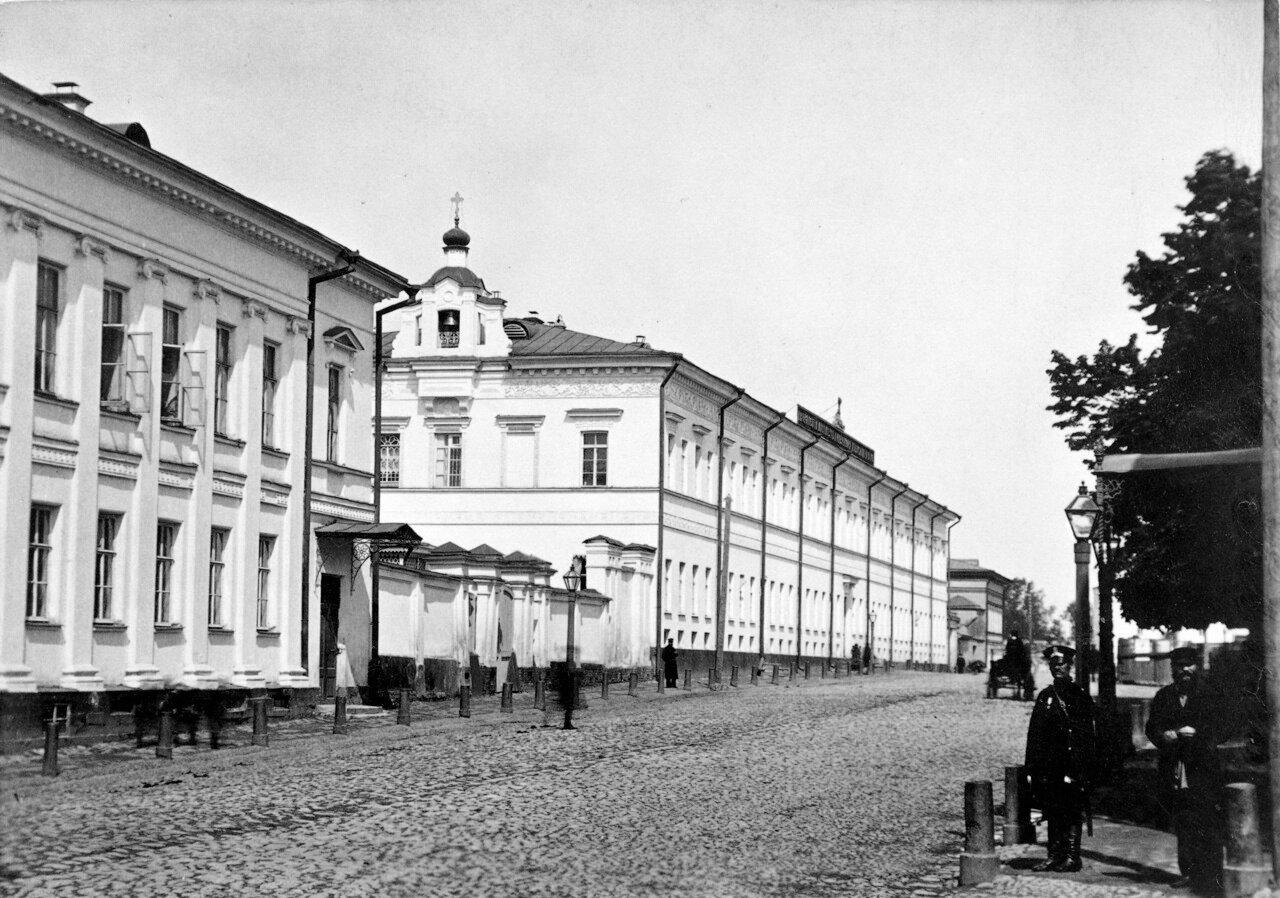 Ул. Варварская. Дворянский институт.