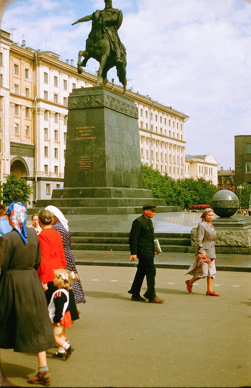 Советская площадь. Памятник Юрию Долгорукому.