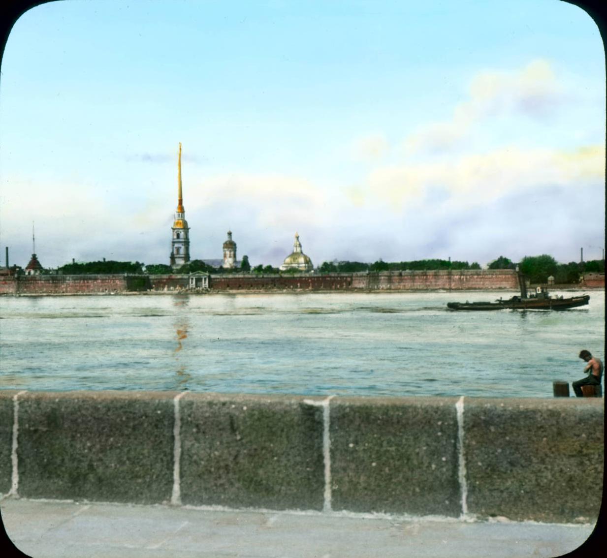 Санкт-Петербург. Панорамный вид на Петропавловскую крепость через Неву