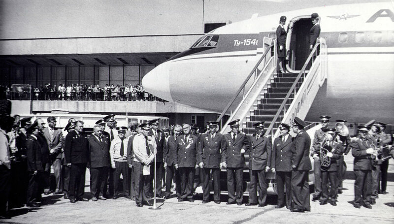 Встреча первого ТУ-154 в Иркутске. 1975
