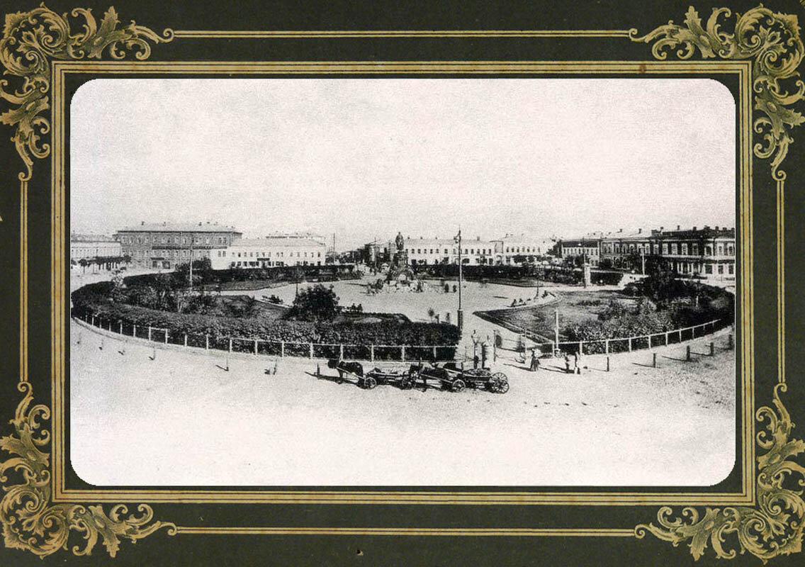 4. Сквер на Александровской площади