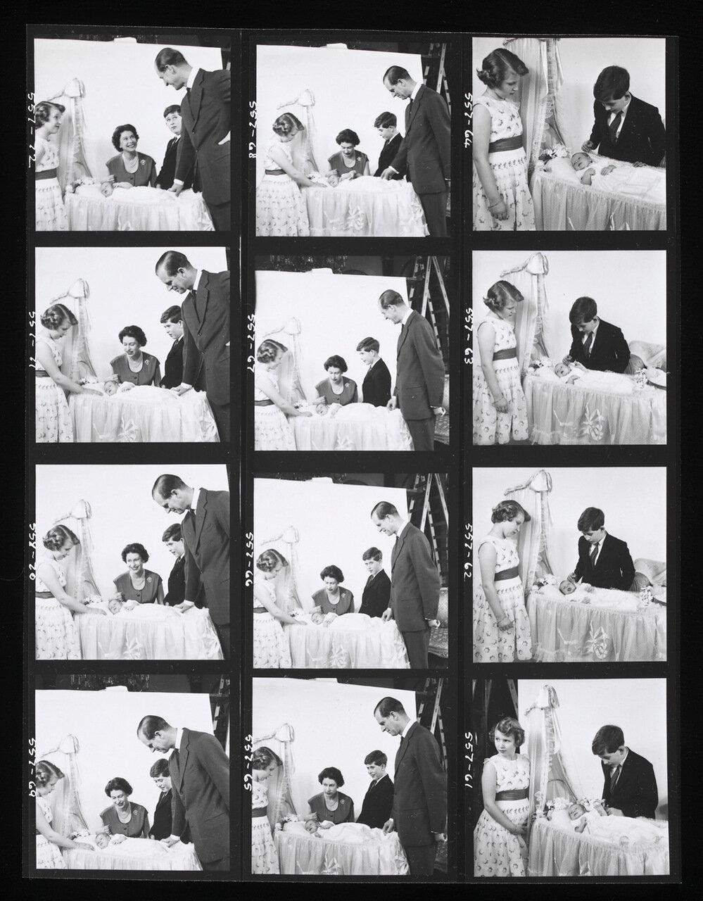 Королева Елизавета II, Принц Филипп, Принц Чарльз, Принцесса Анна и принц Андрю. март 1960 г.