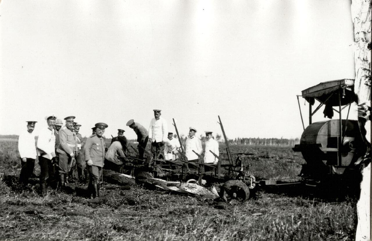 Н.Л. Гондатти на полевых работах