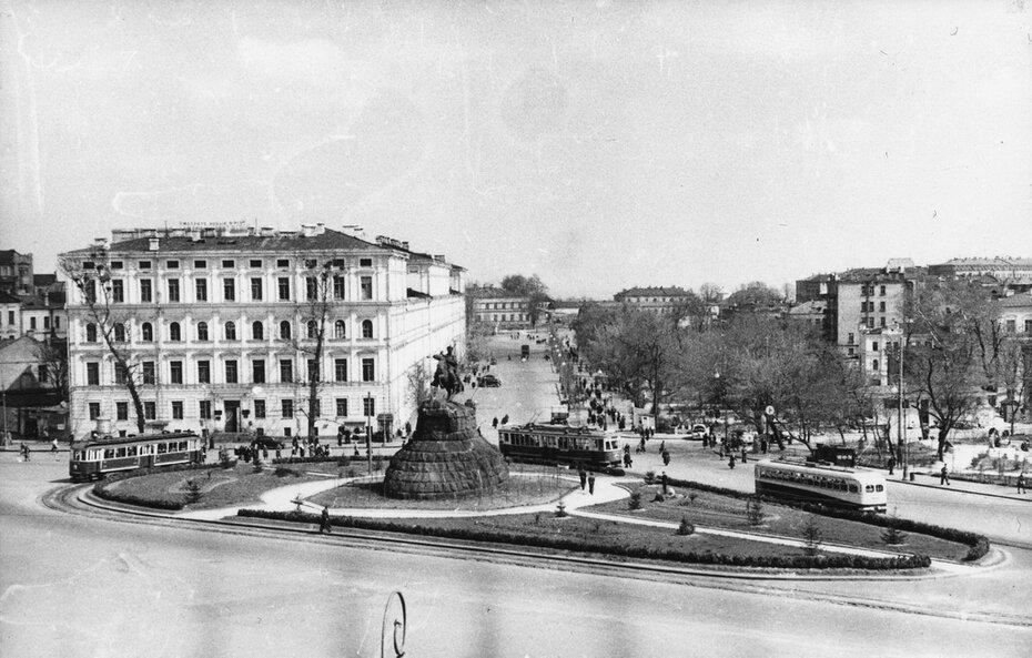 1951. Площадь Богдана Хмельницкого (теперь Софийская площадь)