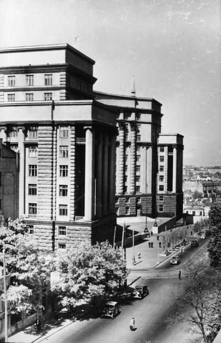 1950-е. Здание Совета Министров УССР (сейчас здесь располагается Кабинет Министров Украины). Фото: Давидзон Я.Б.