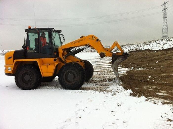 Масштабный портрет снегом и землей
