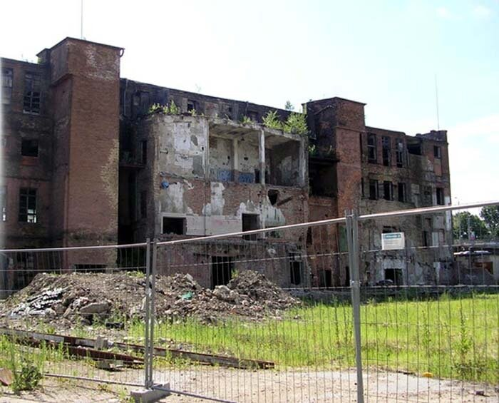 Руины завода Саркана Звайгзне