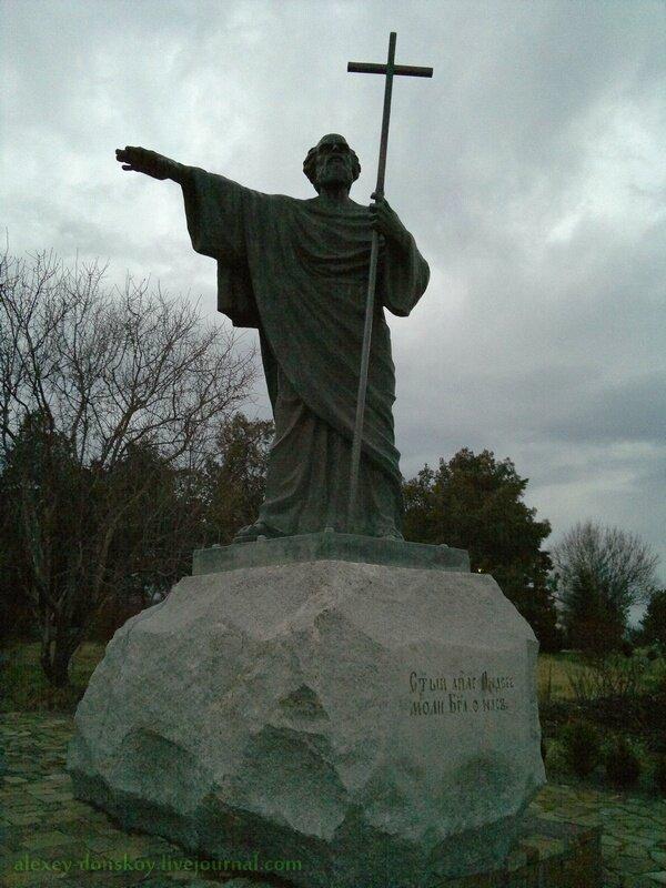 Святой апостол Андрей Первозванный у собора святого равноапостольного Великого Князя Владимира, Херсонес (Севастополь)