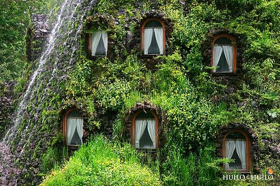 Отель для эко-туристов. Magic Mountain Lodge. Чили, Патагония, заповедник Уило-Уило