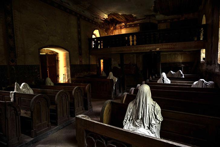 Благодаря белым призракам костел стал популярным не только среди местных жителей, но и среди туристо