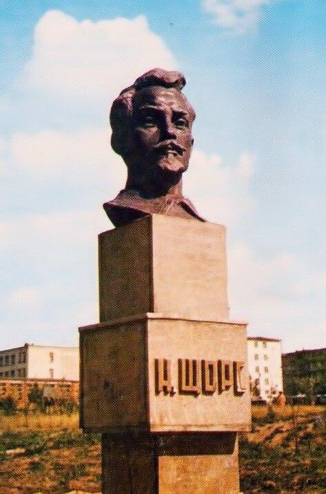 Памятник Николаю Щорсу в Белгороде, фото В.Собровина, 1982 г.
