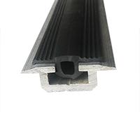 Резиновый уплотнитель для внутренних направляющих. Цвет черный.