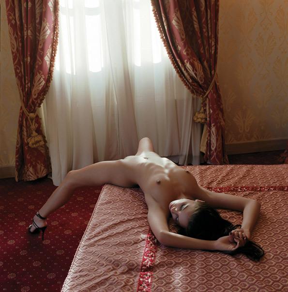 ANETA CARESSED BY THE WINDOWS LIGHT - фотограф Гвидо Арджентини / Guido Argentini