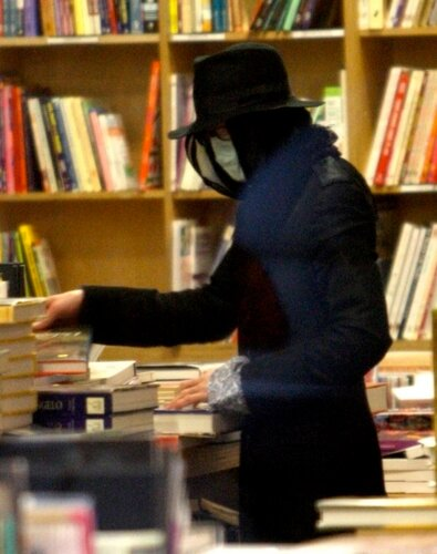 Michael Jackson buying camouflage book