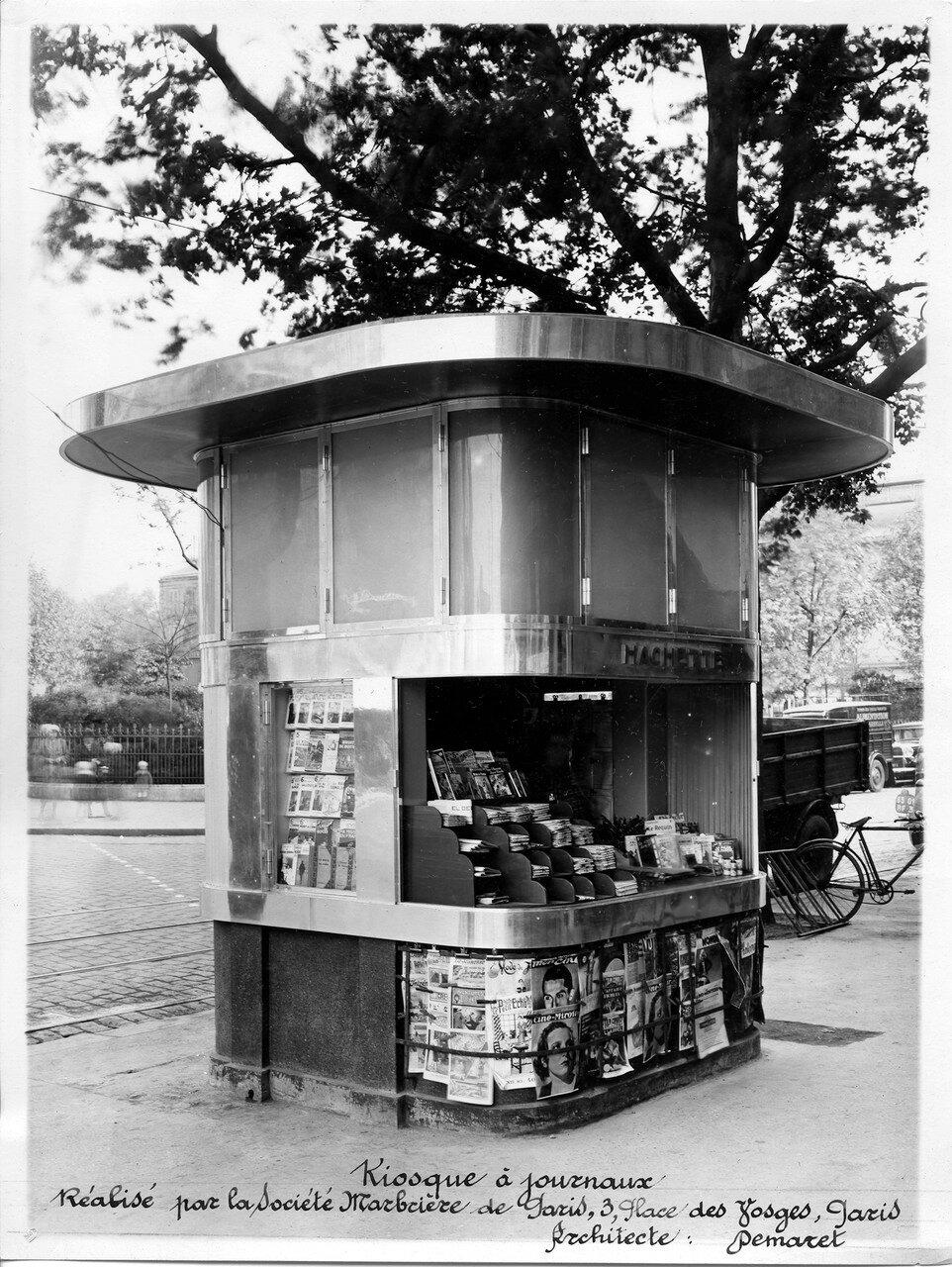 1933. Газетный киоск