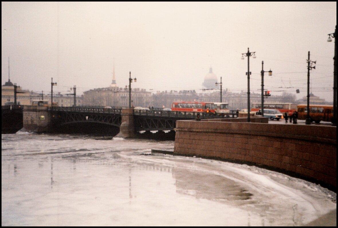 Мост через Неву.