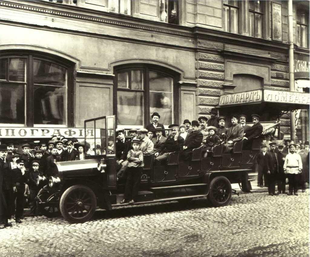 Многоместный автобус в Петербурге 1911.