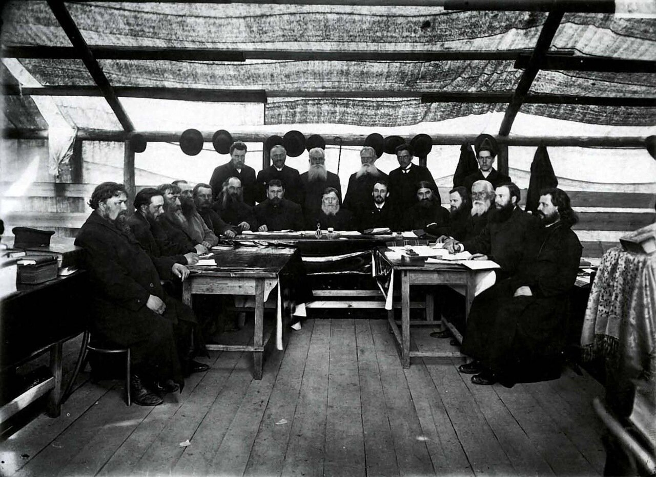 Президиум съезда старообрядцев с Н. А. Бугровым (в центре).