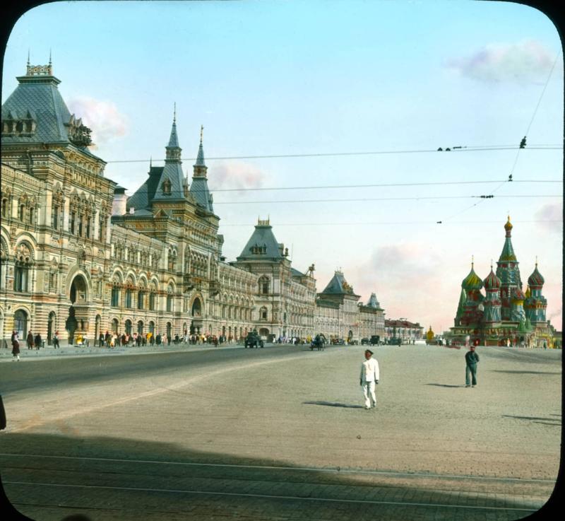 Москва.Москва. Красная площадь, ГУМ, с Собором Василия Блаженного