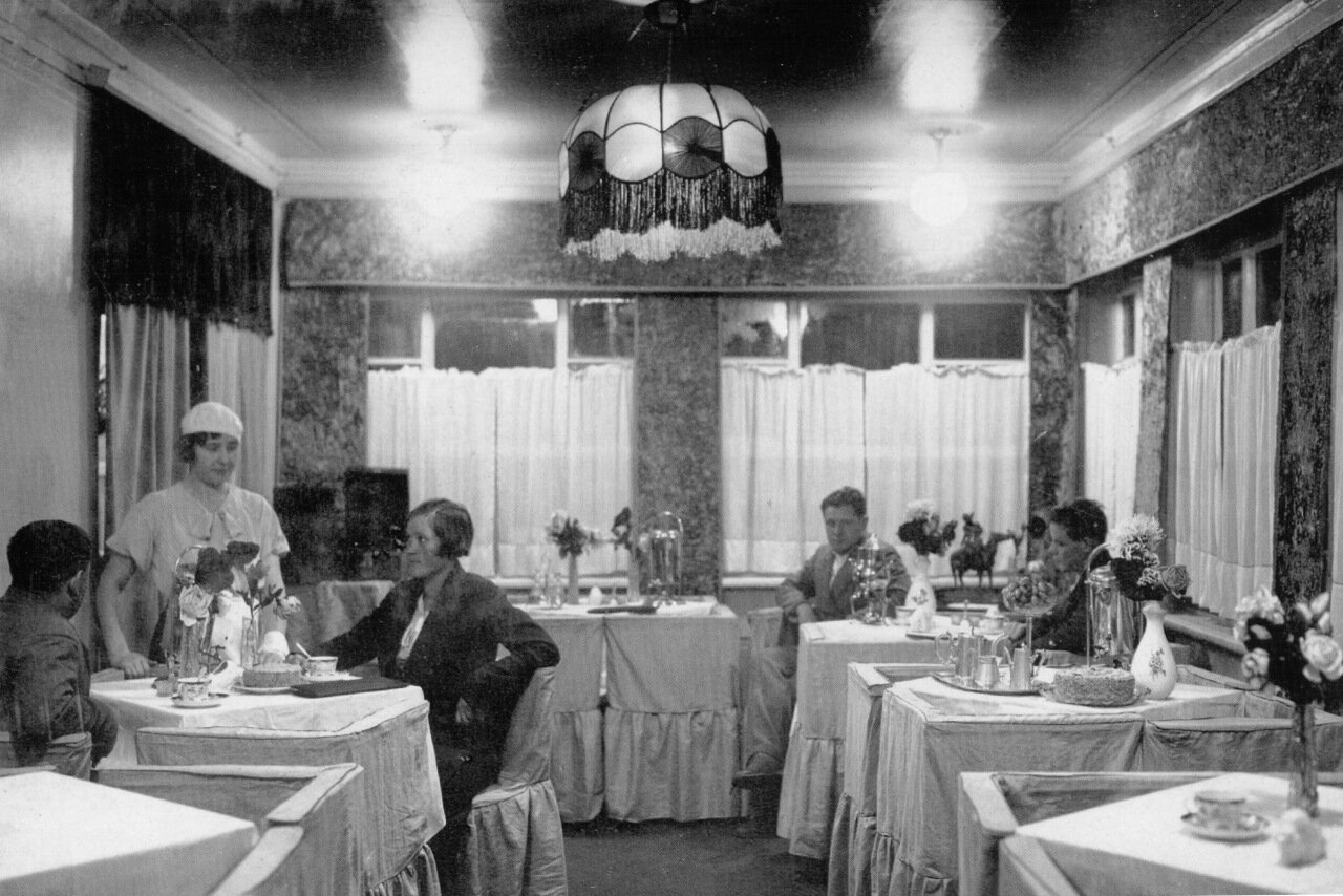 Буфет кафе-кондитерской. 1936 год